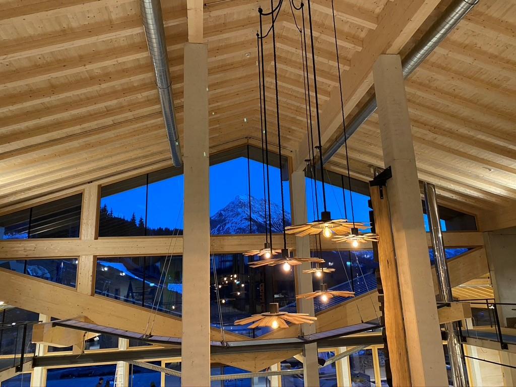 Lumberjack Foodhall bei Nacht