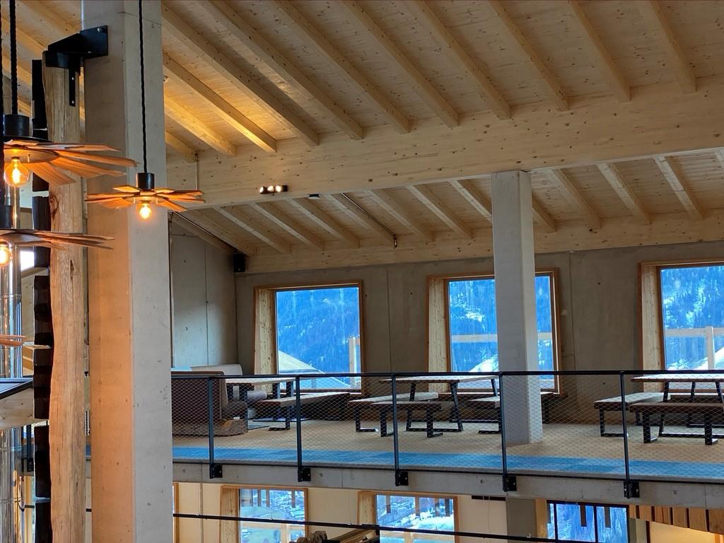 Lumberjack Foodhall Holzdecke