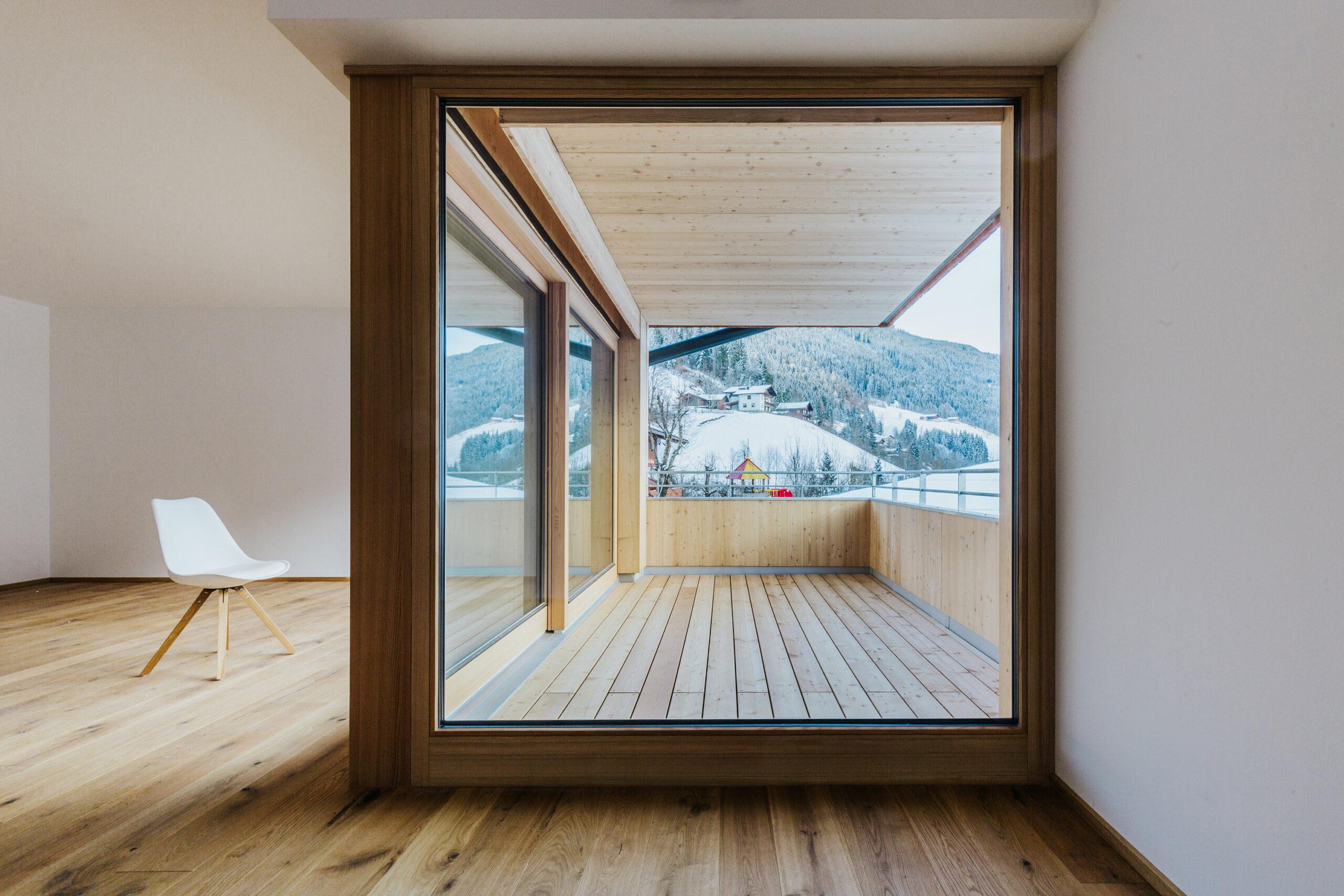 Wohnbau Haid Terrasse von Innen