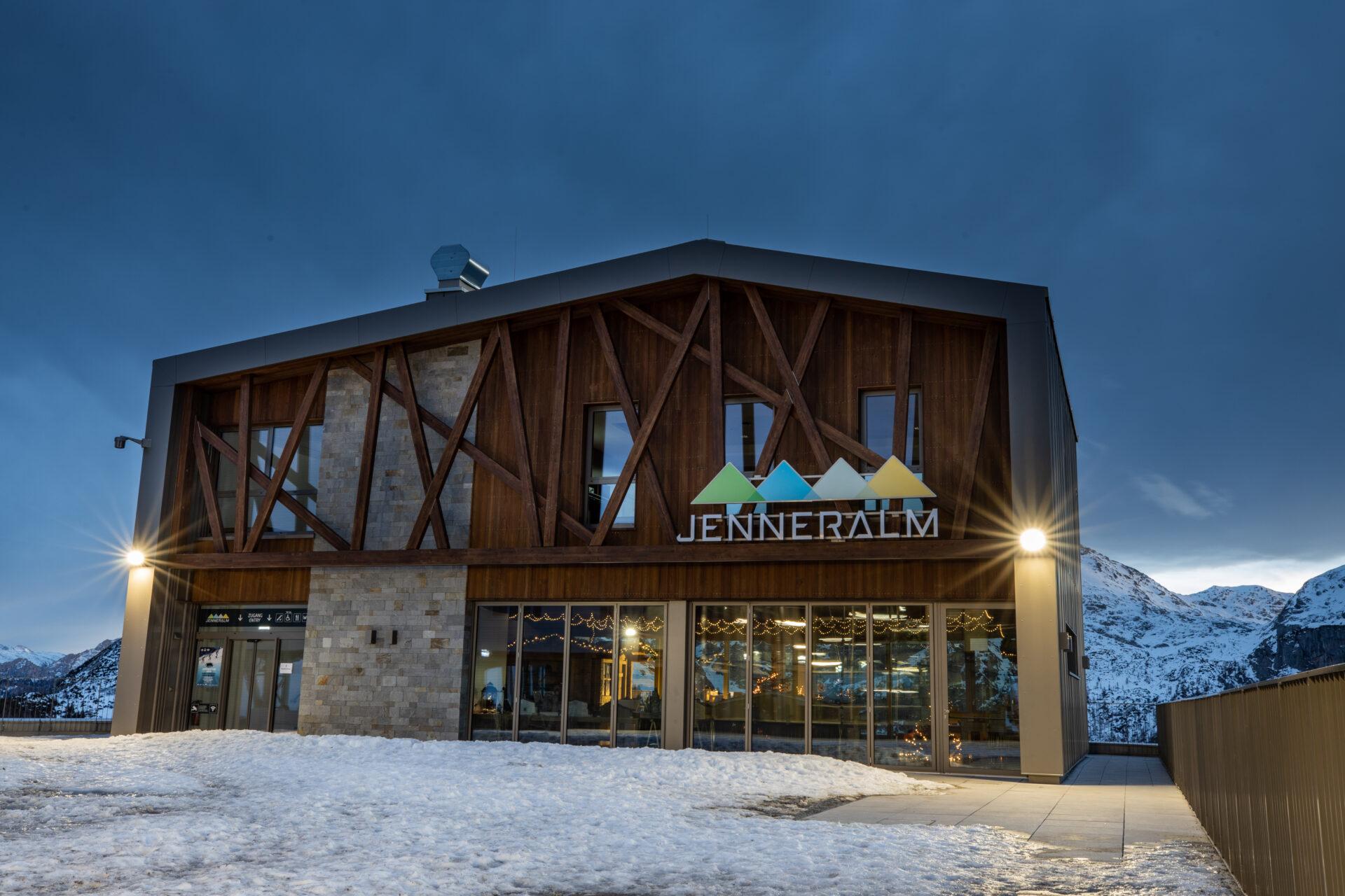 Jennerbahn Bergstation bei Nacht