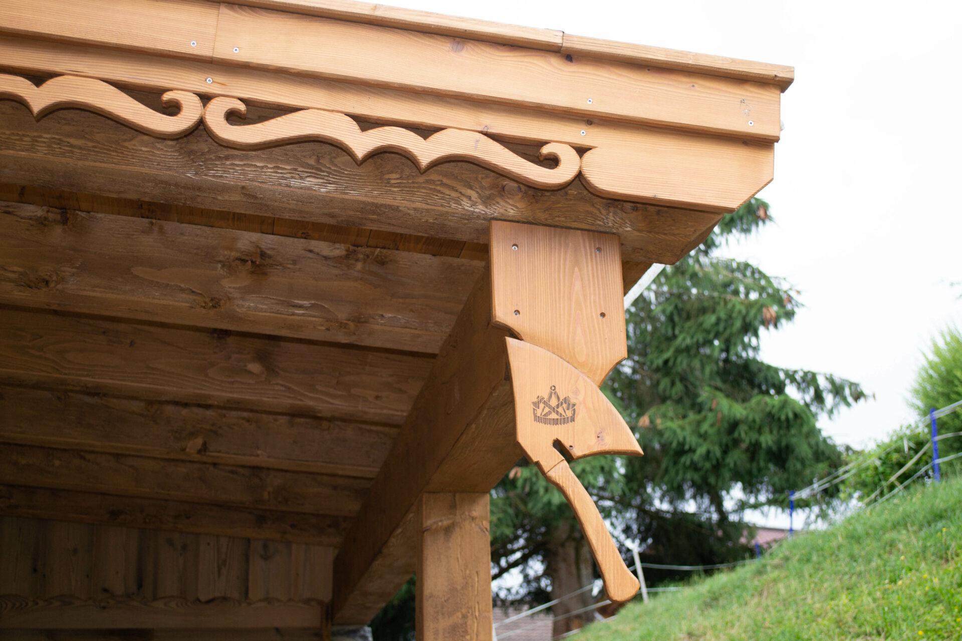 Holzkunst-Axt